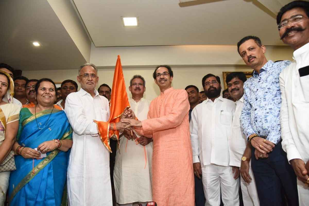 congress mla chandrakant raghuwanshi enter in shiv sena party