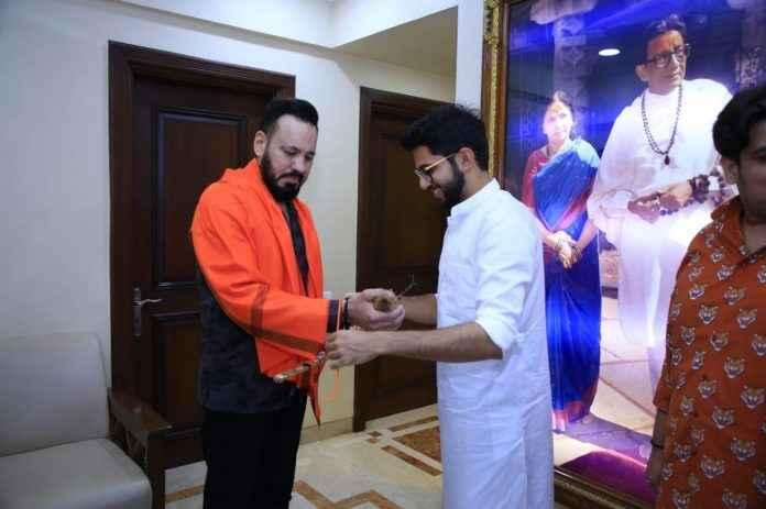 Salman Khan's bodyguard enters Shiv Sena