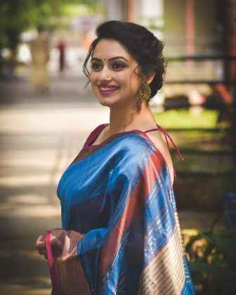 shruti marathe beautiful look in saree