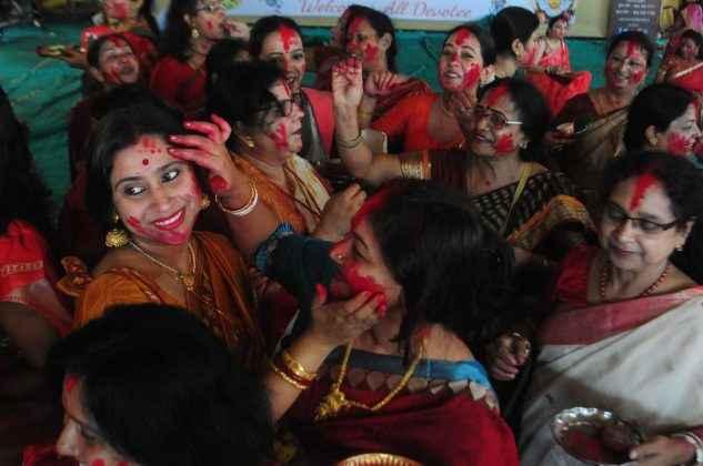 Durga Puja: 'Sindoor Khela' celebrations in thane