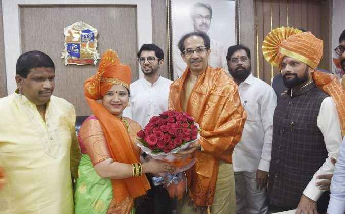 TMC Pallavi Kadam felicitated by Uddhav Thackeray
