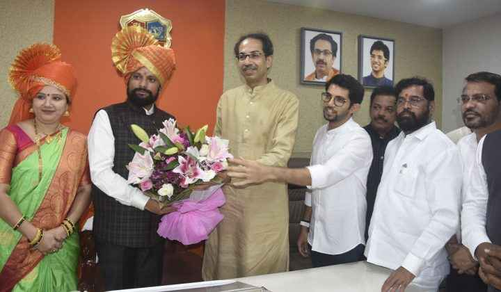 Naresh Mhaske felicitated by Uddhav Thackeray