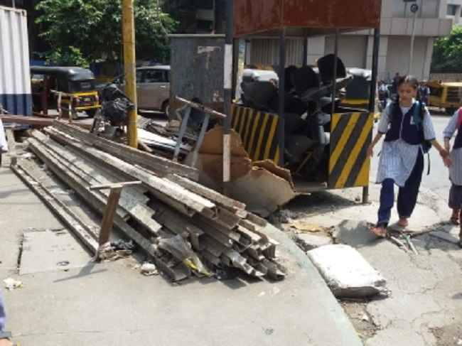 obstacles traffic police checkpoints obstructed roads