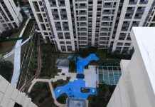 Homebuyers promised 'park views' from new development get bright blue plastic lake instead