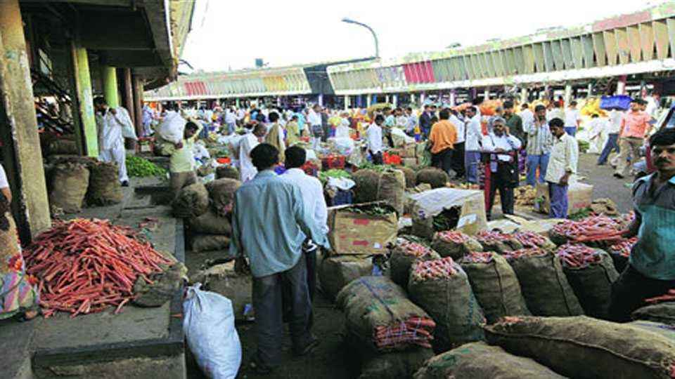 Notice issued by Pune Market Committee to robbers who plundering billions of worth farm goods