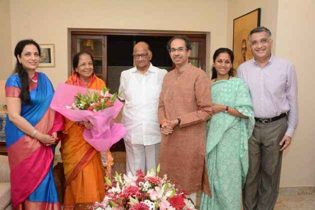 pawar and thackery family come together on the day of 80th sharad pawar brithday
