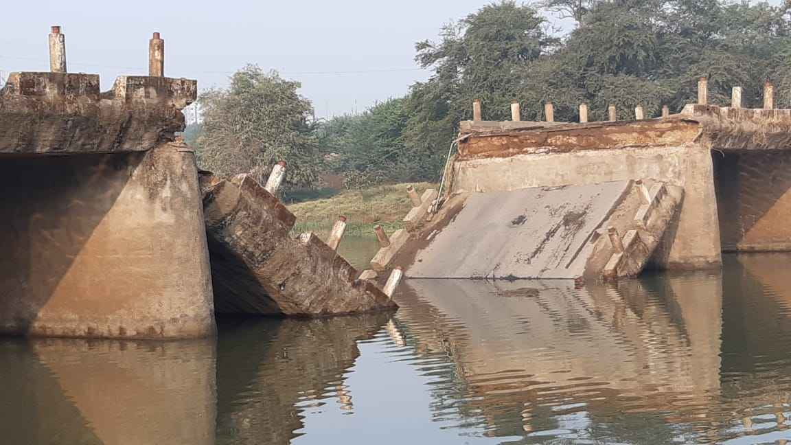 bridge over indrayani river in maval collapses major tragedy averted