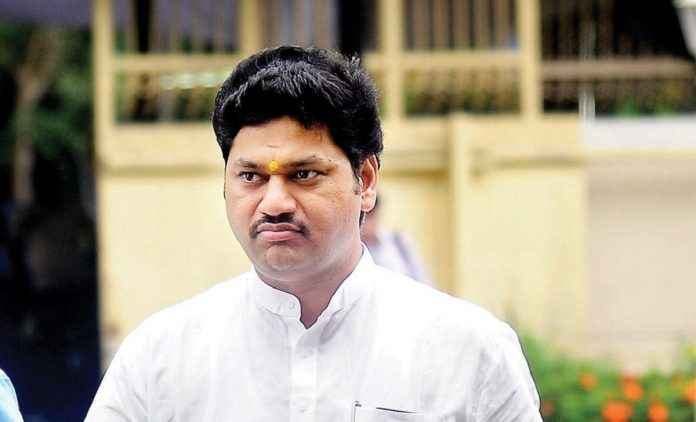 Two lakh grant for 10th class students of Scheduled Castes if they get 90%, dhananjay Munde decision