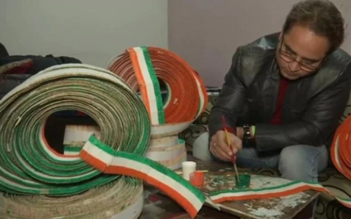 amritsar teacher creates national flag with 71k toothpicks before republic day twitter salutes him