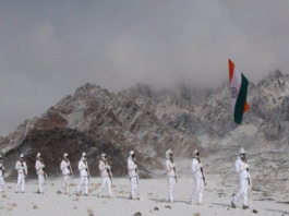 itbp personnel celebrate republic day at 17000 feet flag in ladakh