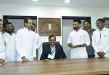 Uddhav Thackeray give seat to tehsildar Ravindra Sabnis