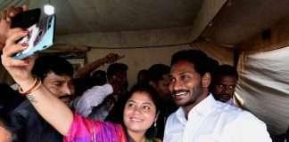pushpa shreevani with cm jaganmohan readdy