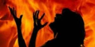 The woman was burnt after throwing the kerosene in nashik