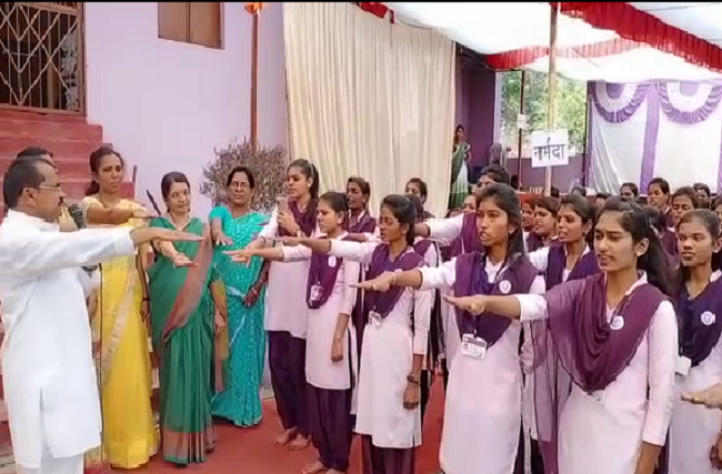 valentines day amravati girl school students oath no love marriage