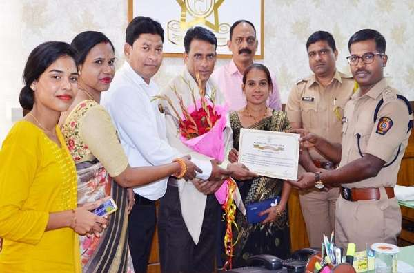 wardha police honor ambulance driver in hinganghat case