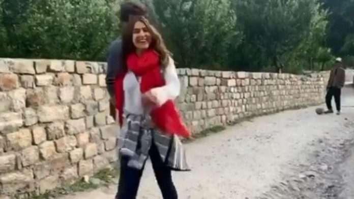 Bhabhi kisko bola? Sara Ali Khan has say to Kartik Aaryan's fan