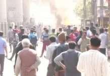 delhi stone pelting