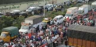 Crowd of citizens in Navi Mumbai APMC market