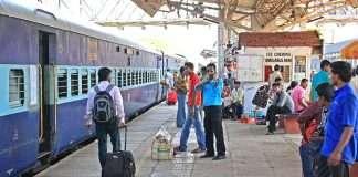 17 year old girl's train journey from Uttar Pradesh to Thane during Corona period; Rekha's dream of Bollywood