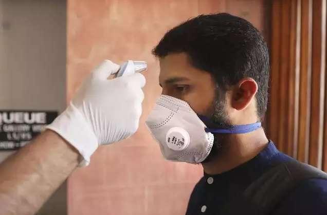 mumbai one of the three covid survivors get most common symptoms