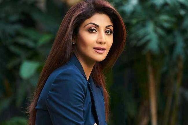 Shilpa Shetty celebrates her birthday with the family of 'Super Dancer 4'
