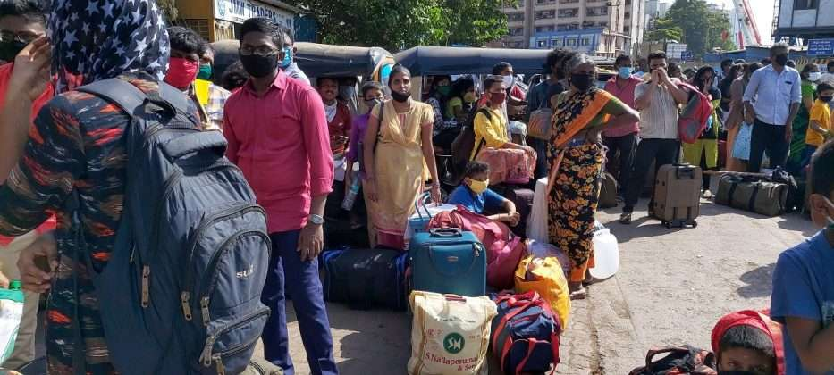 1600 Tamils ​​from Dharavi waiting to go to the village