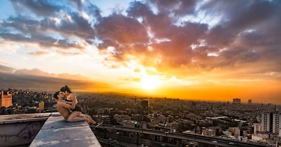 iranian parkour athletes kiss on rooftop photo goes viral police arrest them
