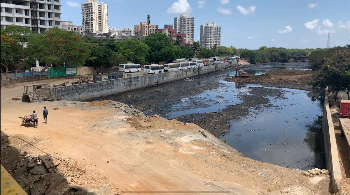 Dahisar will be block in monsoon due to all waste is not cleaned in nearby river
