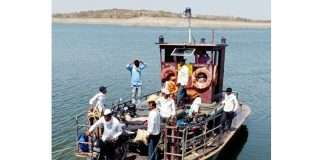 The journey of the mechanical boat on the Mula dam begins