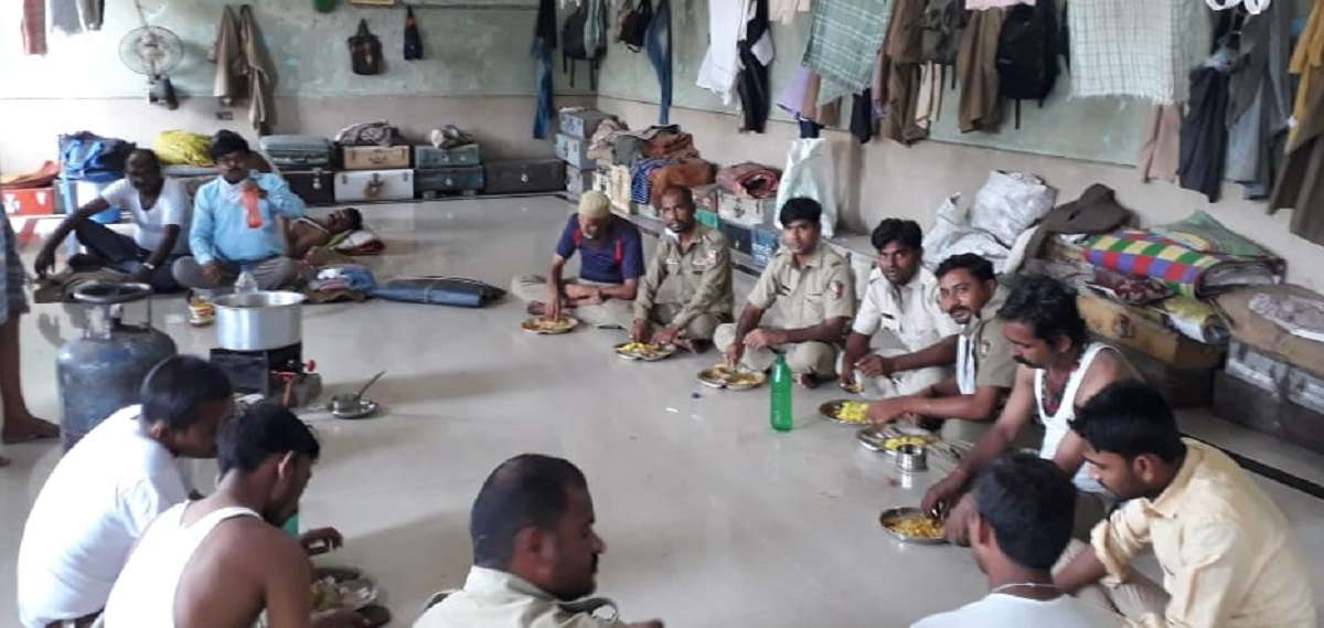 st workers having food at panvel depot