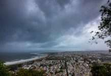 storm warning to gujrat and maharashtra