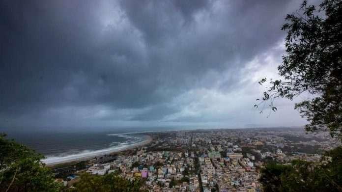 storm warning to gujrat and maharashtra