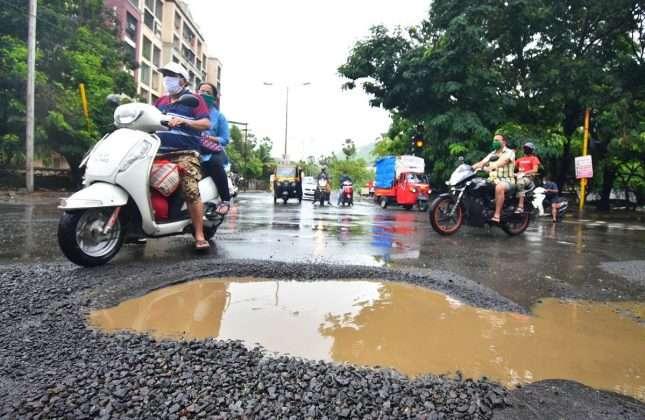 virar pothole on the road in the rain