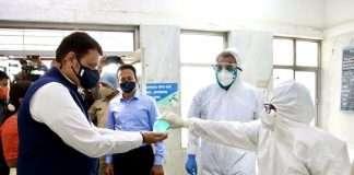 devendra fadnavis in covid 19 hospital