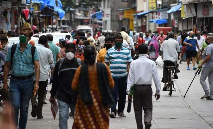 crowd for shopping in thane market before lockdown