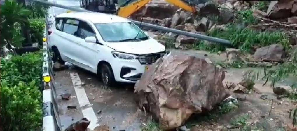landslide western express highway near kandivali no casualties