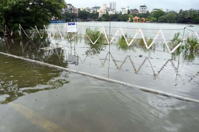 water logging for heavy rainfall in thane