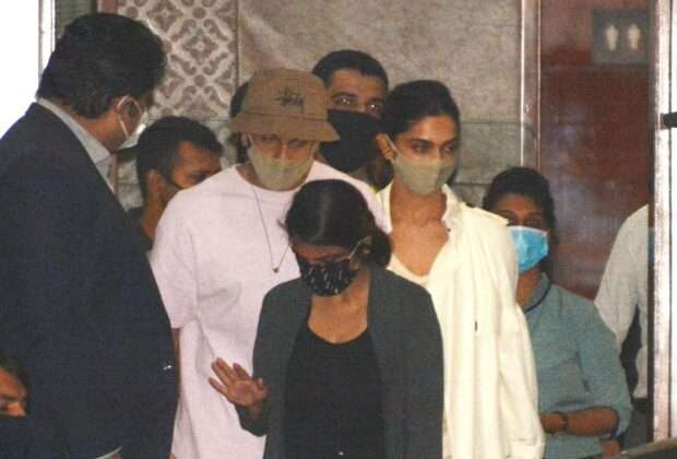 Deepika arrived in Mumbai with ranveer singh