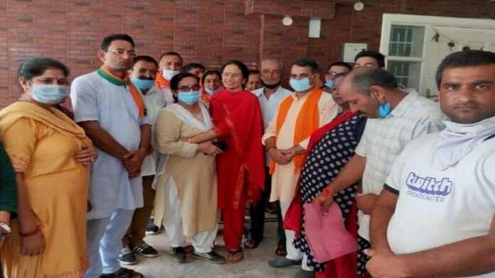 Kangana ranaut mother joins bjp