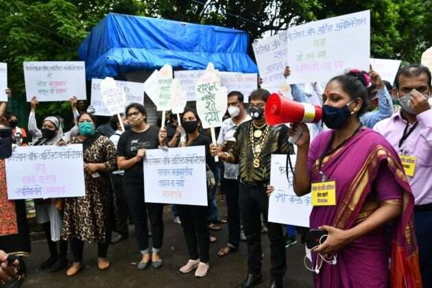 Artists in different costumes came together at Shivaji Park, demanding permission for the event