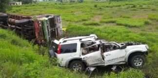Seven people including a pregnant woman died in car accident0, 0भीषण अपघात, ट्रकला जोरदार धडक, गर्भवती महिलेसह ७ जणांचा जागीच मृत्यू, कार अपघात, भरधाव कारची ट्रकला धडक, अपघात, Terrible accident, Hit the truck hard, 7 killed on the spot, including pregnant woman, car accident, car hit by truck, accident