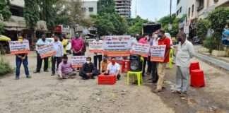 agitation against potholes