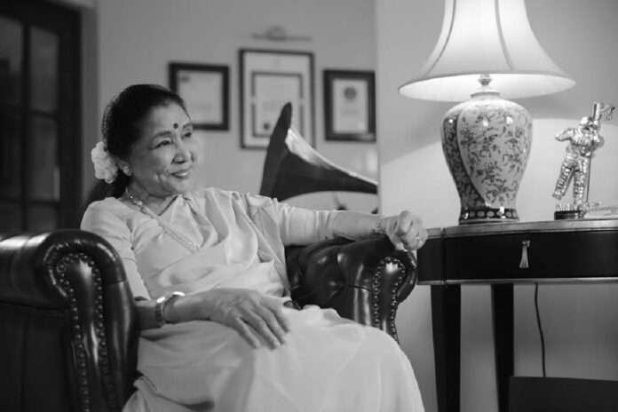 Happy Birthday Asha Bhosle: Asha Bhosle's magic continues even at the age of 88)