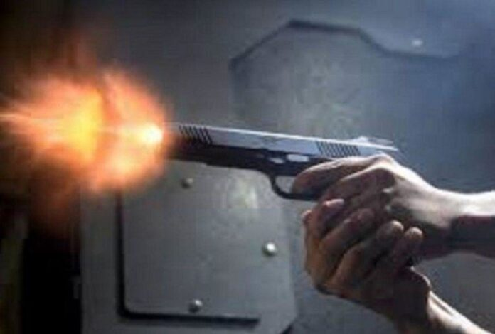 wife stopped husband who were going to see corona positive patient in auraiya he shot her in noida