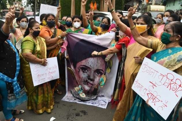 During the agitation in Thane, Kangana's photo was slapped and publicly protested