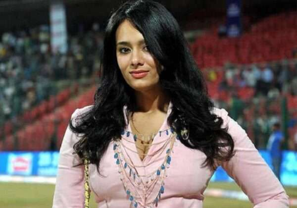 As per the information, Mayanti Langer's name has been removed from the anchor list of IPL 2020.
