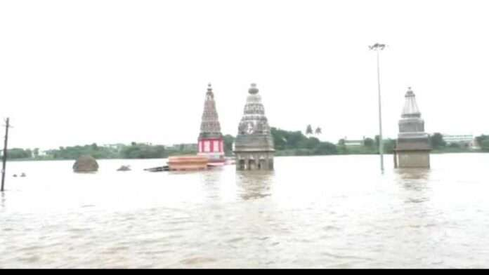 rain subsided, but the flooding situation in Solapur and Pandharpur remained the same
