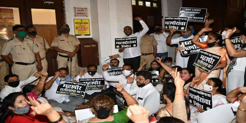 Bjp corporators protest in front of Mayor office against s and t ward election of prabhag commitee chairman 2