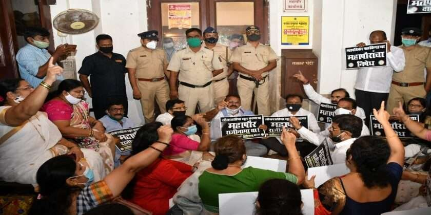 Bjp corporators protest in front of Mayor office against s and t ward election of prabhag commitee chairman 4