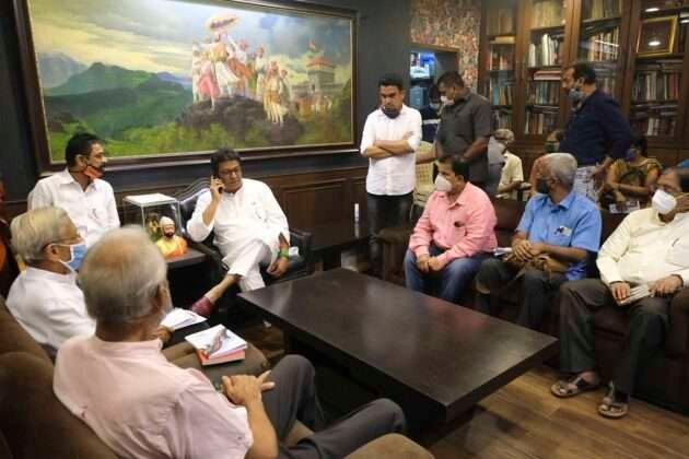 Public life in the state is slowly coming to a standstill under PS Om. In this connection, the Board of Trustees and Directors of Libraries met Raj Thackeray demanding that libraries be started in the state.